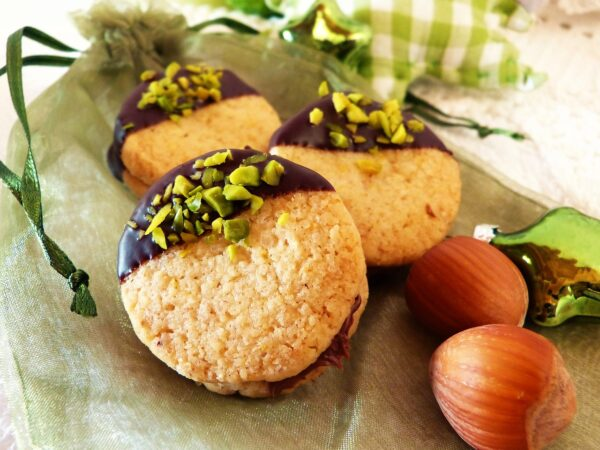 nut thalers, pistachios, christmas cookies